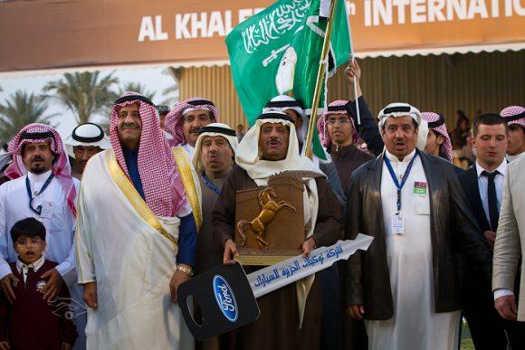 تتويج المعود محمد السبيعي مع الامير خالد بن سلطان