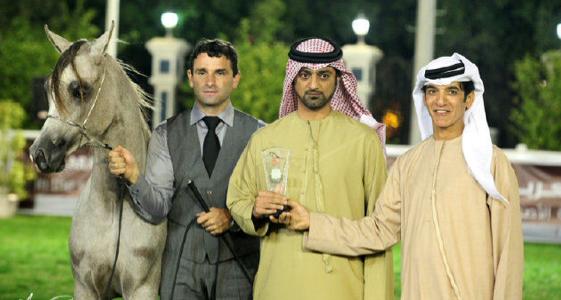 عمار النعيمي يستلم جائزة بطولة ابوظبي ٢٠١٢