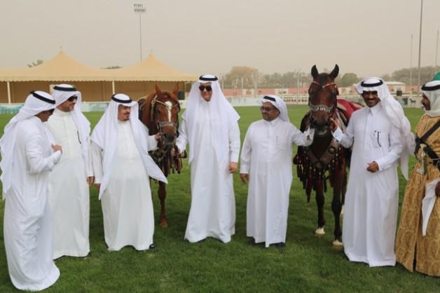 وزير الزراعة يزور مركز الملك عبدالعزيز للخيل العربية الاصيلة بديراب