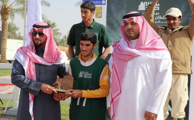 الإماراتي محمد الكندي يظفر بلقب سباق القدرة والتحمل بمهرجان الأمير سلطان العالمي