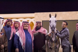 """ملاك الخيل العربية يقيمون مأدبة عشاء ليلة امس على شرف الأمير عبدالمجيد بن سلطان بميلاد بمناسبة تألق العالمية """"عنود الناصر"""" بباريس"""