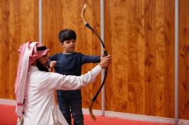 """فعالية """"الرمي بالسهام"""" تستهوي زوار معرض الرياض للأصالة والتراث"""