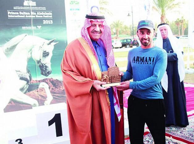 في انطلاق مهرجان الأمير سلطان العالمي للخيل العربية خالد بن سلطان يتوج «النعيمي» بذهبية سباق القدرة والتحمل