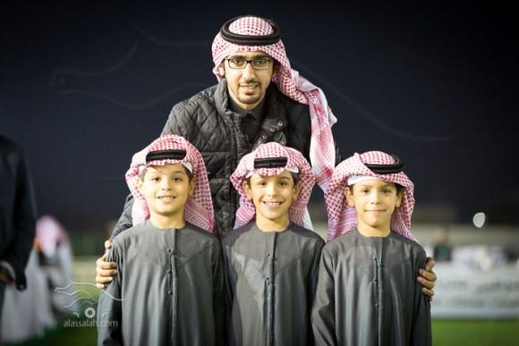 فيصل الدغيلبي مع اطفال