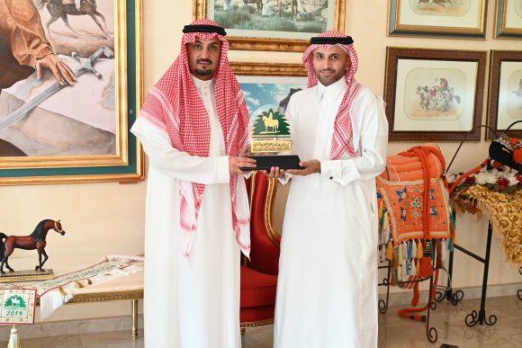 مركز الملك عبدالعزيز للخيل العربية الأصيلة يستقبل الرئيس التنفيذي لنادي الإبل بهدف تبادل الخبرات