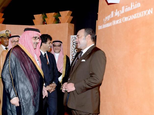 عبدالعزيز بن احمد يستقبل ملك المغرب في جناح «الجواد العربي» ويدشن كتاب قانون صفات الخيل العربية