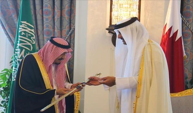 أمير قطر يهدي الملك سلمان بن عبدالعزيز مجموعة من الخيول العربية الأصيلة