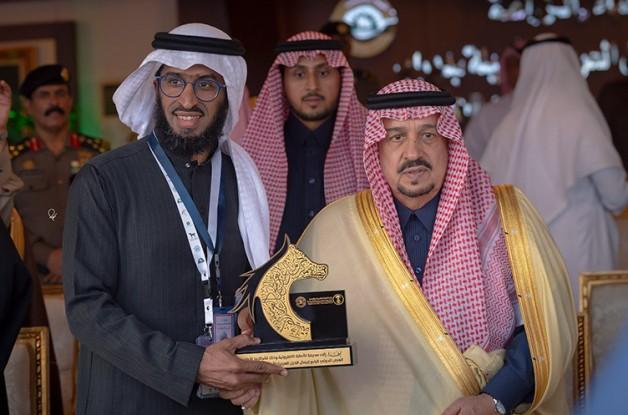 أمير منطقة الرياض يكرم «الأصالة»