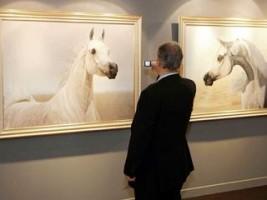 خالد المقدادي يرصد إيحاءات الحركة في جسد الخيول عبر 22 لوحة